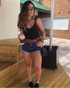 Discover recipes, home ideas, style inspiration and other ideas to try. Summer Outfits Women 20s, Classy Summer Outfits, Summer Fashion Outfits, Skirt Fashion, Teen Fashion, Casual Summer, Look Short Jeans, Look Con Short, Hippie Outfits