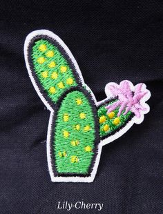 Patch écusson brodé thermocollant petit cactus fleur rose pin up x1 : Déco, Customisation Textile par lilycherry