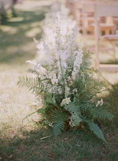 Modern flowers: http://www.stylemepretty.com/2014/04/29/modern-garden-wedding-in-ojai/ | Photography: Elizabeth Messina - http://elizabethmessina.com/