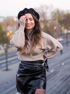 #vinyle #vinyleskirt #beret #perle #fashion #parisianstyle #mode