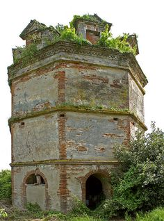 Moissac is a commune in the Tarn-et-Garonne department in the Occitanie region in southern France. Old Buildings, Abandoned Buildings, Abandoned Places, Newark Castle, Pagoda Temple, Pigeon House, Palomar, Beautiful Ruins, Tower House