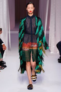http://www.vogue.com/fashion-shows/spring-2017-ready-to-wear/marco-de-vincenzo/slideshow/collection
