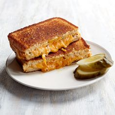 Grilled Cheddar Cheese Sandwiches with Pickles Grilled Cheese with pickles, cream cheese, and mustard. Ww Recipes, Great Recipes, Favorite Recipes, Special Recipes, Potato Recipes, Cooker Recipes, Homemade Ham, Low Fat Cream Cheese, Gourmet