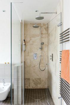 A neutral bathroom in London by Amberth