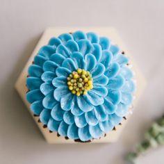 심화반 세번째 컵케이크 시간😍. . . #flowercake #buttercreamcake #cake #cakes #bithdaycake #cupcakes #cupcake #flower #flowers #cakedecorating #bouquet #baking #instarcake #instarfood #bakers #peony #rose #dessert #wilton #꽃 #플로리스트 #맛스타그램 #버터크림케이크 #루이스케이크  #케익스타그램 #플라워케익 #플라워케이크 #홈베이킹 #베이킹 #분당플라워케이크