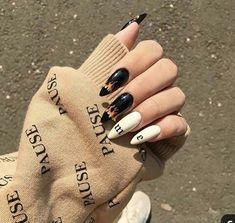 Black and white - long nails - ChicLadies. Aycrlic Nails, Nail Manicure, Swag Nails, Hair And Nails, Summer Acrylic Nails, Best Acrylic Nails, Grunge Nails, Nail Tattoo, Fire Nails