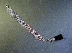 Metallic Cuff Bracelet  par TDFTheDreamFactory sur Etsy, €20.00 Seed beads loom bracelet.