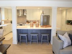 Rustic Farmhouse Meets Functional Firehouse Christina Anstead's Open Concept Kitchen and Living Room With Farmhouse Style Livingroom Layout, Kitchen Remodel, Modern Kitchen, Kitchen Dining Room, Open Kitchen And Living Room, Kitchen Layout, Kitchen Style, Kitchen Renovation, Kitchen Design