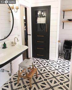 Love this look! #repost #tile #bathroom #bathroomtile #bathroomreno #linencloset #lightfixtures #inspiration #homerenovations