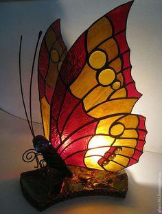 Купить или заказать Светильник Тиффани ' Бабочка'. в интернет-магазине на Ярмарке Мастеров. Светильник Тиффани ' Бабочка'. Настольный светильник высотой около 50 см, прекрасное интерьерное решение для Вашей квартиры!