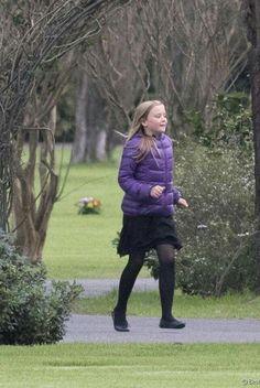 Dutch Princess, Dutch Queen, Prince And Princess, Catholic University, Dutch Royalty, Three Daughters, Memorial Park, Queen Maxima, Nassau