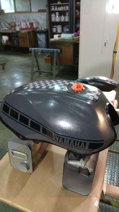 Gás tank with Custom Paint.  #yamahaybr125