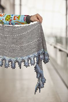 Ravelry: Knit 'n Slide shawl pattern by Stephen West Knitting Designs, Knitting Projects, Knitting Patterns, Knit Cowl, Knitted Shawls, Knit Or Crochet, Crochet Shawl, Scarf, Kendo