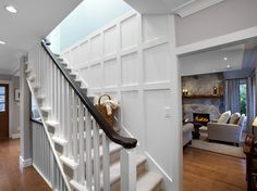 7 Good-Looking Cool Ideas: Wainscoting Shelf Crown Moldings traditional wainscoting stairways.Wainscoting Exterior Board And Batten modern wainscoting entry ways. Stair Banister, Stair Walls, Banister Ideas, Railings, Small Living Rooms, My Living Room, Demis Murs, Craftsman Style Decor, Wainscoting Hallway