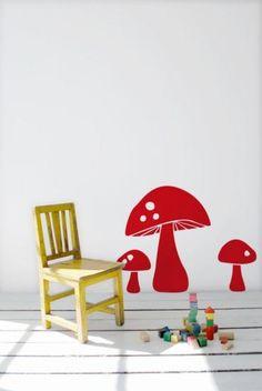 Wandgestaltung im Kinderzimmer mit Wandsticker Fliegenpilz rot