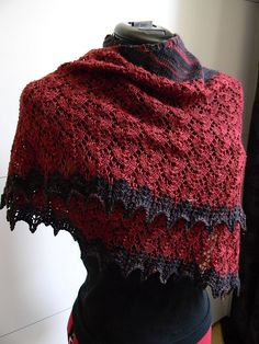 Red shawl with navy trim, a sumptuous turn around on navy trimmed with red, bohemian not boring. Ravelry: carowiens' Redbel