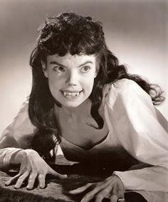Dracula, Hammer Horror Films, Hammer Films, Female Vampire, Vampire Girls, Vampire Art, The Frankenstein, Famous Monsters, Classic Horror Movies