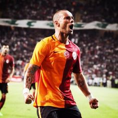"""Wesley Sneijder denies heart problems rumour: """"Some Turkish media again prefer a selling story over the truth. They turn my rib injury into a completely different story. How sad!"""""""