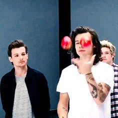 It's currently midnight on a Sunday and I'm looking at Harry juggling apples. What am I doing with my life.