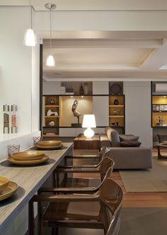 Integração é o ponto chave. Veja o restante dessa casa: http://www.casadevalentina.com.br/projetos/detalhes/para-receber-os-amigos-616 #decor #decoracao #interior #design #casa #home #house #idea #ideia #detalhes #details #style #estilo #casadevalentina #diningroom #saladejantar
