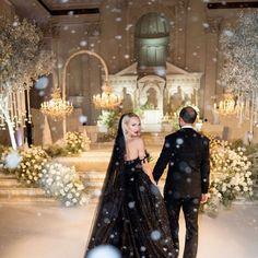 selling sunset Million Dollar Wedding, Brothers Grimm Fairy Tales, Wedding Guest List, Tiered Cakes, Got Married, Wedding Details, Wedding Planner, Dream Wedding, Groom