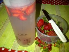 Untuk energi tambahan di pagi hari, ngerendem buah buah supaya air yang di minum lebih berasa seger #infusewater #strawberry #hidupsehat