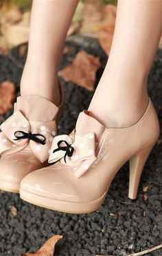 cute heels, just without black bow.