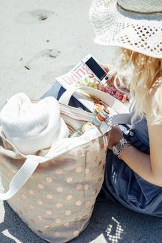 DIY // How to sew your own reversible, Honeymoon Beach Bag! ...yes - this one was made using metallic pink polka dot burlap!!!