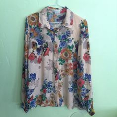 Floral button up with gold accents Floral button up with gold accents. Forever21 XL. Love this shirt. Like new Forever 21 Tops Button Down Shirts