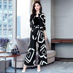 Stylish Dresses For Girls, Stylish Work Outfits, Classy Outfits, Casual Dresses, Casual Outfits, Muslim Fashion, Fashion Wear, Fashion Pants, Korean Fashion