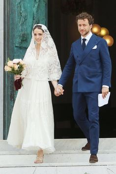Anna Wintour's Daughter Bee Shaffer Marries Francesco Carrozzini Again: See Her Second Wedding Dress! Anna Wintour's Daughter Bee Shaffer Marries Francesco Carrozzini Again: See Her Wedding Dress! Italian Wedding Dresses, Second Wedding Dresses, Celebrity Wedding Dresses, Wedding Dress With Veil, Tea Length Wedding Dress, Country Wedding Dresses, Second Weddings, Celebrity Weddings, Wedding Gowns