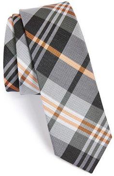 """Pin for Later: 50 Geschenkideen für jeden Mann unter 25 €  The Tie Bar """"Crystal Wave"""" Krawatte aus einer Seiden- und Leinenmischung (18 €)"""