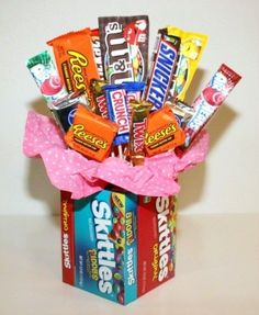 Making a Candy Bouquet. A fun gift to create for a special candy lover. This guide is about making a candy bouquet. Candy Gift Baskets, Birthday Gift Baskets, Birthday Gifts, Friend Birthday, Birthday Quotes, Valentine Gift Baskets, Raffle Baskets, 90th Birthday, Candy Bar Bouquet