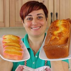 "Benedetta Rossi su Instagram: ""PLUMCAKE E MINIPLUMCAKE ALLO YOGURT INGREDIENTI PER 18 MINIPLUMCAKE ALLO YOGURT 2 uova 100 g di zucchero 1 vasetto di yogurt all'albicocca…"" Fast Easy Dinner, Fast Dinner Recipes, Holiday Recipes, Cookie Recipes, Dessert Recipes, French Apple Cake, Confort Food, Plum Cake, Food Videos"