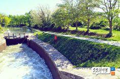 Au coeur d'une écluse sur le Canal du Midi, à Trèbes, photo par l'agence 22h43