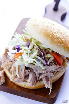 This slow cooker apple cider pulled pork recipe is incredibly flavorful, and incredibly easy. Let your slow cooker do all of the work for you! Pulled Pork Recipe Slow Cooker, Pulled Pork Recipes, Slow Cooked Meals, Slow Cooker Pork, Slow Cooker Recipes, Crockpot Recipes, Cooking Recipes, Pork Recipes For Dinner, Slow Cooker Apples
