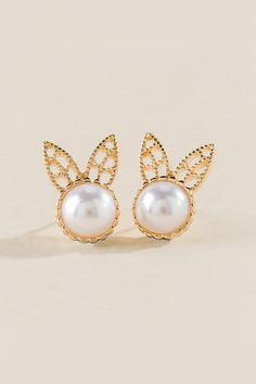 Pearl Bunny Stud Earring