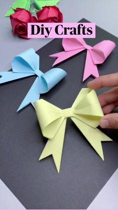 Paper Flowers Craft, Paper Crafts Origami, Paper Crafts For Kids, Flower Crafts, Origami Bow, Oragami, Diy Crafts For Girls, Fun Diy Crafts, Creative Crafts