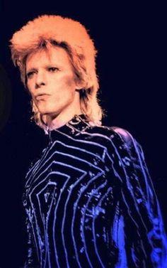 David Bowie- I love how expressive he can be, I think it's beautiful Angela Bowie, David Bowie Born, David Bowie Ziggy, Glam Rock, David Jones, Duncan Jones, Ziggy Played Guitar, Mick Ronson, Bowie Starman