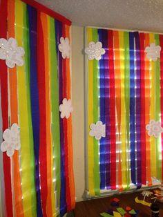 más y más manualidades: Crea coloridas cortinas de papel para una fiesta Trolls Birthday Party, Troll Party, Rainbow Birthday Party, Rainbow Theme, Unicorn Birthday Parties, Unicorn Party, 3rd Birthday, Birthday Ideas, Streamer Party Decorations