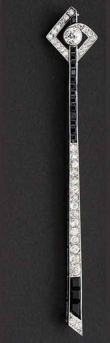 An Art-Deco diamond needle brooch