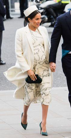 Meghan Markle Wore A Thing: Emilia Wickstead Cape Dress Edition - Fashionista Pregnancy Looks, Pregnancy Outfits, Mom Outfits, Maternity Outfits, Pregnancy Style, Casual Outfits, Celebrity Maternity Style, Maternity Fashion, Celebrity Style