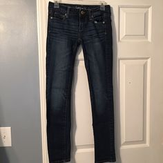American Eagle Skinny Jeans Size 00 Regular. Only worn a few times. Skinny Fit. Excellent condition. Comes from a smoke and pet free home! American Eagle Outfitters Jeans Skinny