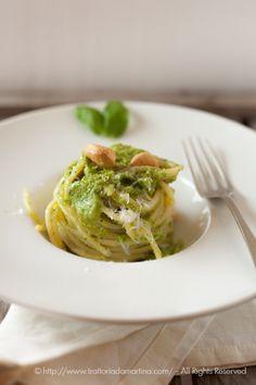Spaghetti con crema di zucchine e anacardi tostati