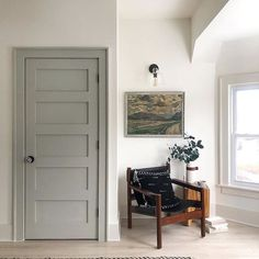 Casual Saturday : What& In a (House) Name, Willow, An Inspiring interior paint combination, Weekend Sales and more! - Chris Loves Julia Source by. Interior Door Colors, Painted Interior Doors, Interior Trim, Gray Interior, Painted Doors, Interior Design, Interior Door Styles, Farmhouse Interior Doors, Farmhouse Door