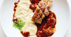 Mit Honig glasierte Barbarie-Entenbrust, Feigen-Ravioli, Pfifferlinge in Molé-Entensauce und Wild-demi glace. Ein Essen mit Plopp-Effekt!
