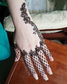 Searching for stylish mehndi designs for the party that look gorgeous? Stylish Mehndi Design is the best mehndi design for any func. Henna Hand Designs, Mehndi Designs Finger, Henna Tattoo Designs Simple, Latest Henna Designs, Stylish Mehndi Designs, Mehndi Designs For Beginners, Mehndi Designs For Fingers, Beautiful Henna Designs, Floral Henna Designs