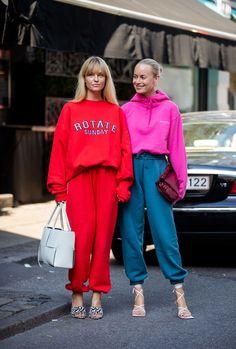 copenhagen fashion week street style day 2 ss21 Stockholm Fashion Week, Copenhagen Fashion Week, Best Street Style, Cool Street Fashion, Skandinavian Fashion, Cute Sweatpants Outfit, Star Fashion, Fashion Outfits, Copenhagen Street Style