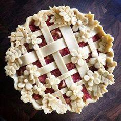 Gorgeous pie crust ideas to make a delicious dessert too pretty to eat. Rhubarb Custard Pies, Strawberry Rhubarb Pie, Just Desserts, Delicious Desserts, Yummy Food, Pie Dessert, Dessert Recipes, Dinner Recipes, Pie Crust Designs