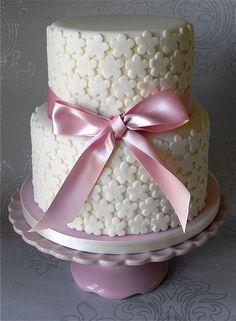 Ivory Blossoms Cake by Sugar Ruffles, via Flickr